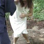屋外で腹パンチ!森の中にいた美女を殴る!