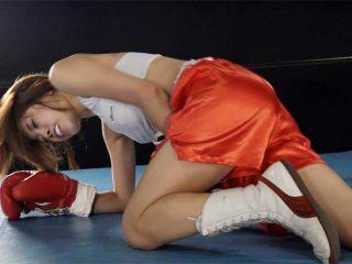 ミックスボクシング!男のパンチが美女ボクサーの顔やボディーに次々とヒット!!