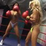 海外トップレスボクシング!金髪美女vs黒髪美女!!