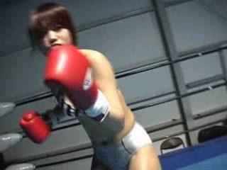 「ひどいんじゃない?女の子相手に…」女の子とボクシング対決でフルボッコ!