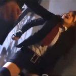 巨乳グラドルヒロインが首を絞められ、腹パンチ&膝蹴りを受け悶絶!
