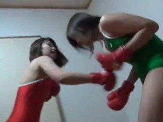 競泳水着を着た女の子同士がキャットボクシング!